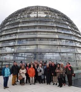 Gruppenbild vor der Reichstagskuppel